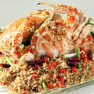 Fried Crab with Fried Garlic, Spicy Salt and Pepper 300x300